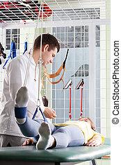 podczas, rozciąganie, pacjent, rehabilitacja, noga
