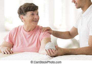 podczas, starsza kobieta, rehabilitacja