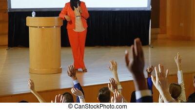 podium, auditorium, orateur, 4k, femme, parler