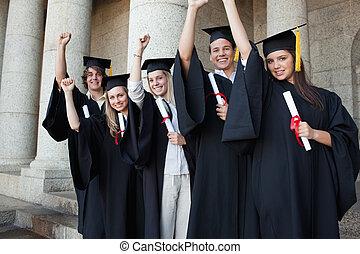 podniesiony, absolwenci, piątka, przedstawianie, ręka, szczęśliwy