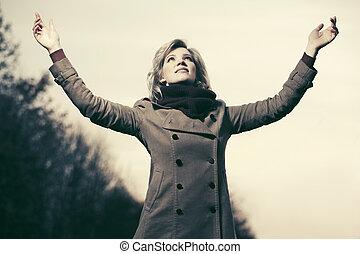 podniesiony, fason, niebo, herb, kobieta, szczęśliwy