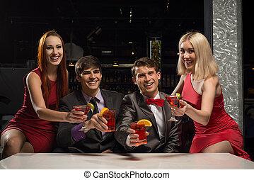 podniesiony, mężczyźni, cocktaili, ich, kobiety, okulary