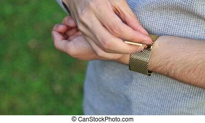 poignet, sien, montre, serrer, homme