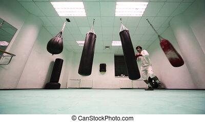 poinçons, mouvementde va-et-vient, sauts, boxe, trois, sac, gymnase, gants, part8, frapper, homme