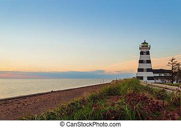 point ouest, phare, à, crépuscule