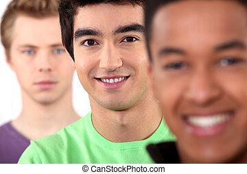 point vue ethnique divers, groupe jeunes hommes