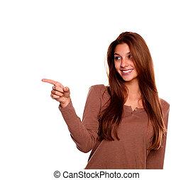pointage femme, jeune regarder, droit, sourire