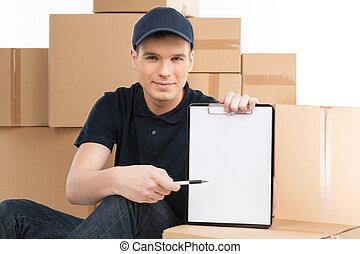 pointage, jeune, deliveryman, gai, stylo, presse-papiers, here., signature, sourire, ton