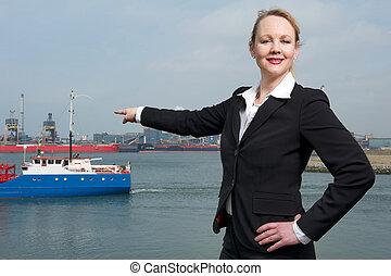 pointage, port, femme affaires, bateaux, confiant, doigt