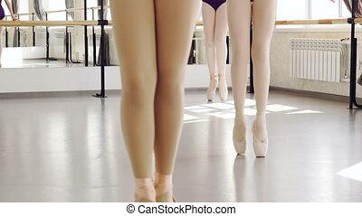 pointe-shoes, pieszy, sztuka, klasyczny, podłoga, lekki, concept., balet, choreografia, chodzi na palcach, kroki, niski, samica, zrobienie, strzał, nogi, dzieci, studio.