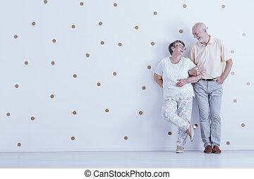 points, or, couple, papier peint, contre, personne agee, blanc, heureux