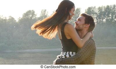 pojęcie, miłość, relationships., para, młody, tulenie, zachód słońca, rzeka