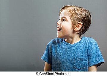 pojke, litet, -, överraskning, uttryck, lycklig