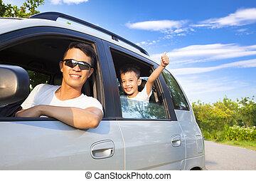 pojke, litet, sittande, bil, fader, lycklig