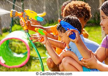 pojke, strid, tunga, vatten, fasthängd, lek, gevär, ute