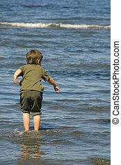 pojke, wadding, in, vatten