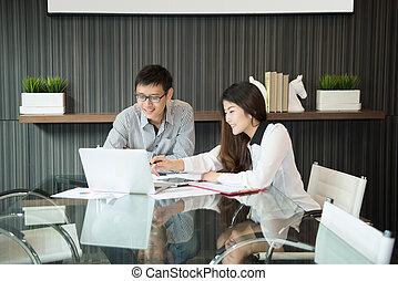 pokój, biuro, dyskutując handlowy, coworkers, spotkanie