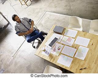 pokój, handlowy, posiedzenie, przypatrując, asian, sam, spotkanie, człowiek