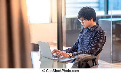 pokój, pracujący, laptop, asian, biznesmen, spotkanie