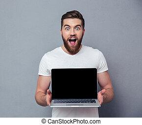 pokaz, radosny, komputer, okienko osłaniają, laptop, człowiek