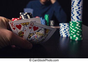 poker, cauto, giovane, su, dall'aspetto, giocatore, suo, chiudere, uomo, gioco, schede.