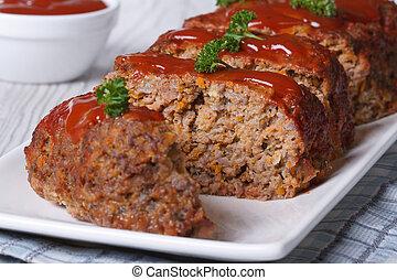 pokrojony, meatloaf, z, ketchup, i, pietruszka, poziomy