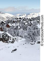 pokryty, śnieg, wieś