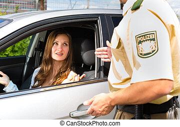 polícia, -, mulher, em, violação tráfego, obtendo, bilhete