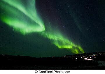 polarlicht borealis, bogen, aus, hügel, gelände