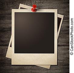polaroid, aufnahme rahmt, festgesteckt, zu, hölzern, grunge, wand, hintergrund