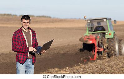 pole, laptop, rolnik