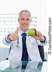 polegar, doutor, mostrando, cima, retrato, maçã