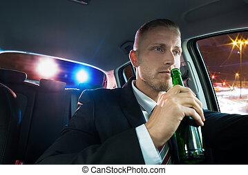 police, sur, bière, boire, tiré, homme