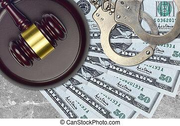 police, tribunal, ou, factures, impôt, bribery., action éviter, nous, juge, menottes, marteau, concept, judiciaire, 50, procès, dollars, desk.