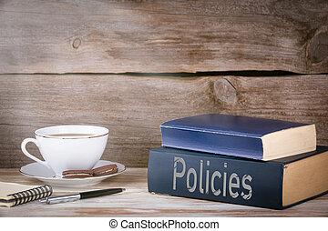 policies., pilha livros, ligado, escrivaninha madeira