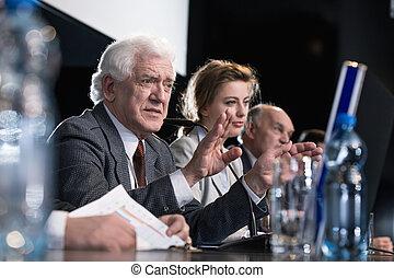 politiciens, pendant, conférence presse