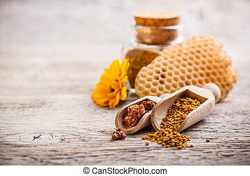 Pollen and propolis - Bee pollen granules and propolis in ...