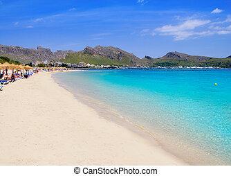 Pollensa sand beach in Mediterranean Mallorca island - ...
