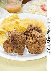 pollo, bocas, tostones