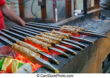 pollo, seekh, strada, essendo, kababs, lato, apparecchiato