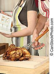 pollo, tagliere, uomo