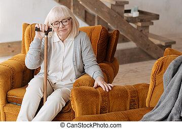 poltrona, mal-humorado, mulher, triste, sentando