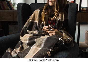 poltrona, menina, vinho mulled, sentando