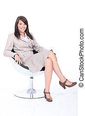 poltrona, mulher sorridente, jovem, sentando