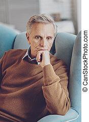 poltrona, pensionista, seu, pensativo, sentando