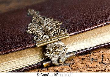 polvoriento, cerradura, en, antiguo, libro