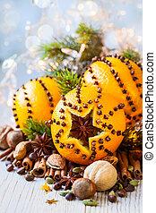 pomarańcze, orzechy laskowe, boże narodzenie