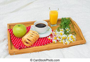 pomme, café, bed., brioche, juice., orange, petit déjeuner