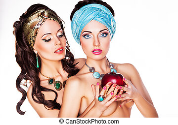 pomme, -, deux, dénudée, embrasser, performance, rouges, femmes