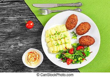 pommes terre, côtelettes, vert, juteux, viande, écraser, dispersé